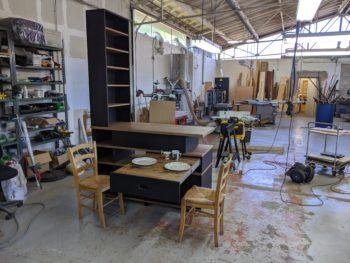 Meuble avec table escamotable